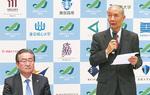 イベントで登壇する軽部会長(右)。隣は石森孝志八王子市長