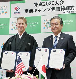 「五輪では金メダルを目指したい」と語ったノーマン氏(左)と石森市長