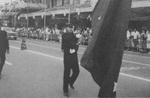 1968年頃、八王子市民祭で現役生「八王子中大会」としてパレード。旗を持つ馬場支部長=提供写真