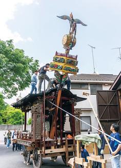 立ち上げの練習をする同町会の会員ら=5月26日。撮影は山上洋平さん
