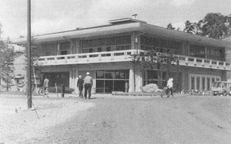 同ゴルフ場オープン当時(1967年)のクラブハウス=500回記念誌より