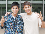 尾本さん=左=と松尾さん。7月上旬、同大キャンパスでの取材時