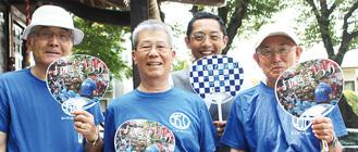 左から綱嶋総代、玉木実行委員長、協力する地元企業の西田欽一さん、綱嶋会長