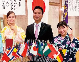 例会の様子。左からボレルさん、完山さん、山田さん