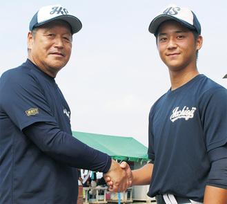 「勉強では国語が得意」と話す井坪選手(右)と和田監督