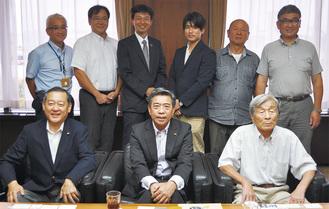 集まった馬上弓くらべのメンバー。前列左から顧問の荻田米蔵八王子市議、奥山小田原市議会議長、石本実行委員長