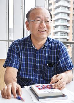 担当する八十田教授。東京大学大学院修了。修士(学術)。