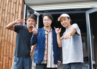 開店準備が進む店舗前にて。左から落合さん、千晴さん、石川さん