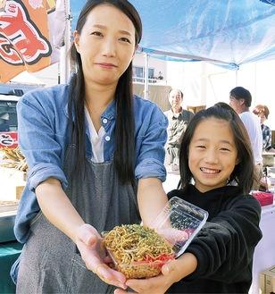 昨年の様子。鈴木美幸さんと娘の由奈ちゃん(今年10歳)