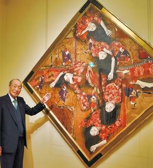 1990年に描かれた《はる》を紹介する村内館長。花見をテーマとしたものだそう