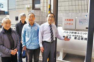 バルクを案内する渡邉院長=右=と見学に訪れた長房自治会の会員。左から3人目が松葉会長