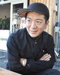初沢町のコッペパン専門店「いなこっぺ」で取材に応じたリトルさん=2月13日