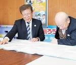 台風時について語る町自連の幹部。右が前野さん。町自連では1995年の阪神淡路大震災を参考に「顔のみえる」関係づくりを進めてきたのだという