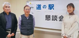 左から徳永教授、高瀬会長、当日発表を行ったゼミ長の五十嵐理音さん