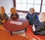 岩井さんのほっこり人形。会場となった土籠は4月下旬からレンタルスペースとして再スタートを切るのだという