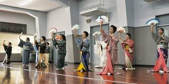 開催にむけ練習に励む八王子芸者衆。延期決定前の3月27日撮影
