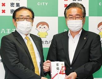 川原社長(左)と石森市長
