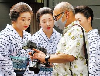 撮影の様子。右から2人目が増田さん