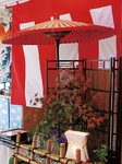 ステージには、坪庭を作って和の雰囲気を演出した=提供写真
