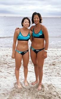 酒井さん(左/167cm)と本村さん(177cm)。千葉県の大会での様子=提供写真