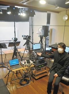 「プロ仕様の最新設備を用意しています」とオペレーターの吉田さん
