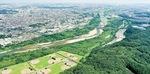 上空から見た滝山城(手前森部分)=読者提供