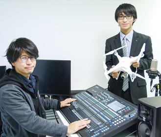 長坂さん(右)とテックラフトのメンバー杉渕友基さん