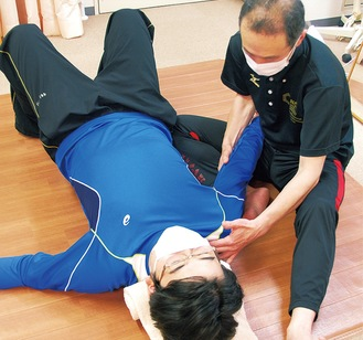 押したり揉んだりせず、ゆすりながら筋肉をリセット。体験者から「ぐっすり眠れた」との声も