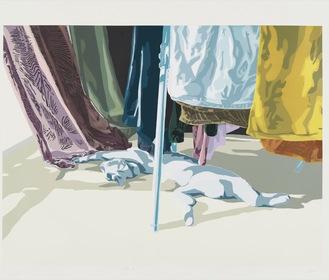 展示されている三宅さんの「洗濯物と猫」。2020年、シルクスクリーン、59×78cm