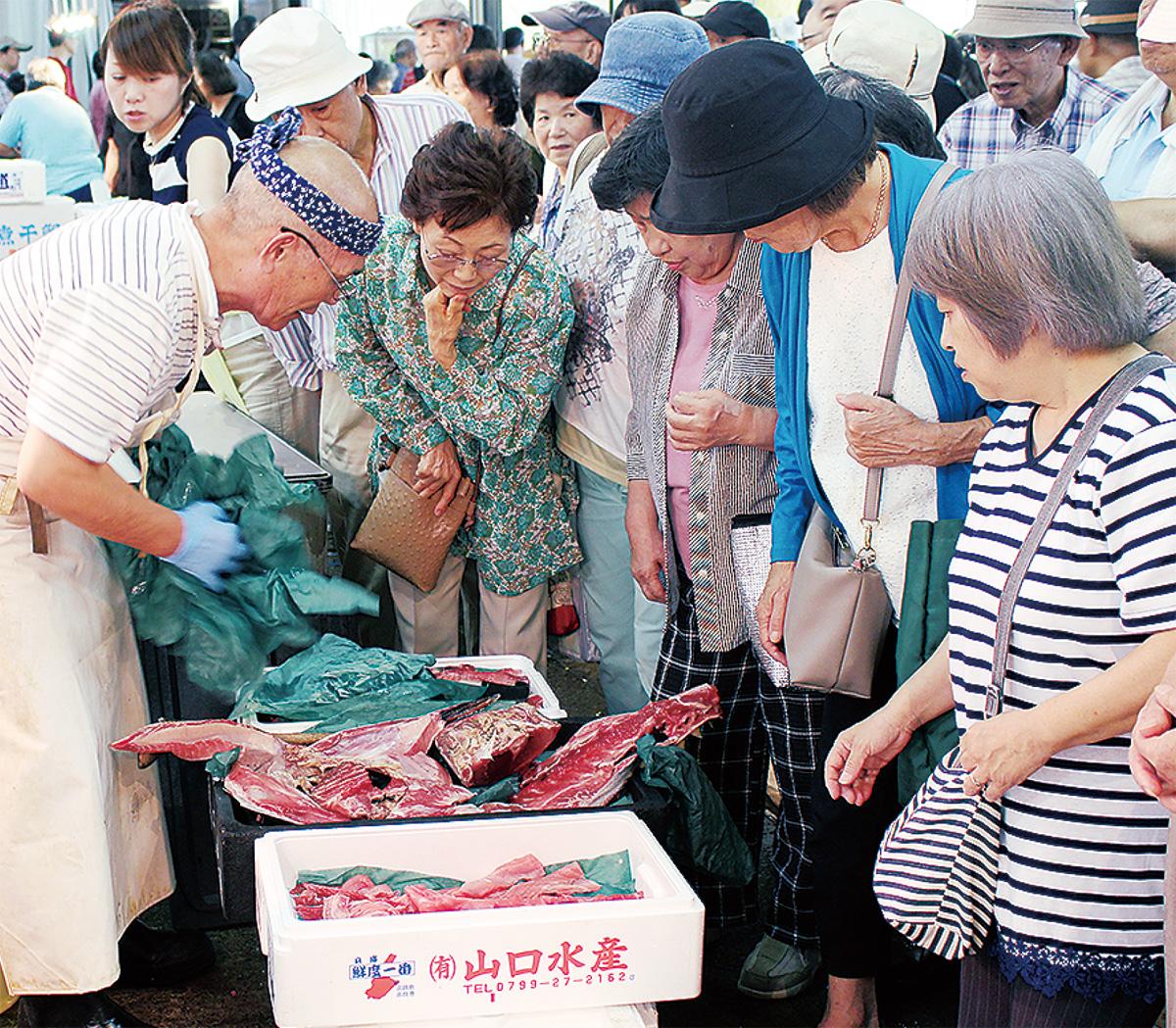 魚市場で生サンマ祭り