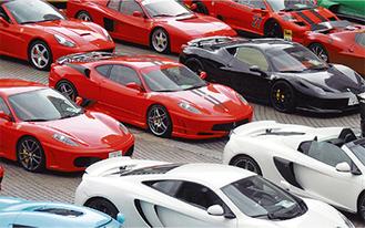 フェラーリやランボルギーニなど名車が約50台展示される(写真=昨年横浜で行われたイベント)
