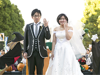 特設ステージで式を挙げた石川夫妻