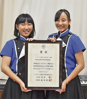 オーケストラ部長の長岡さん(左)とマーチング部長の八木さん