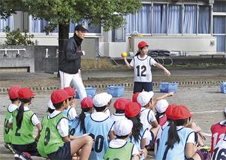 野球ゲームで楽しむ子どもたち