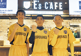 店舗で働きながらCPサッカーに取り組む選手たち
