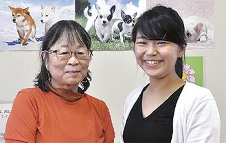 同教室の杉浦教諭と伊東さん(右)