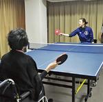 車椅子卓球の体験会が行われた
