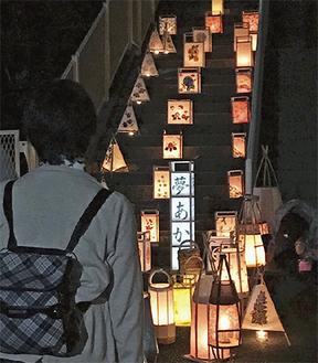 約100点の「夢灯り」が展示された