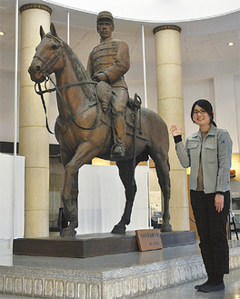 旧多摩聖蹟記念館に安置される「明治天皇騎馬像」