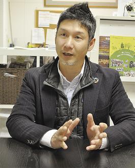 再生エネルギーについて話す「たまエンパワー」の山川勇一郎代表。事務所はココリアの4階にある