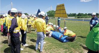 都市型水防工法を体験する参加者