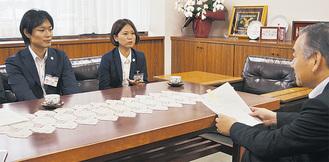 阿部市長を表敬訪問した山下さん(左)と近藤さん