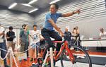6月22日にからきだ菖蒲館で行われた「たましい込めて応援しよう!プロジェクト」。元五輪選手の田代恭崇さんが魅力などを語り、デモンストレーションを行った
