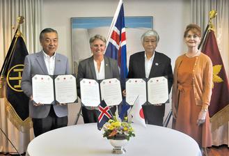 左から阿部市長、リネイ事務総長、大澤理事長、エーリン大使