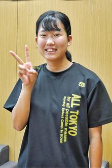 初の全国大会出場を決めてピースする二村さん
