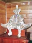 都指定有形文化財・彫刻の小野神社「木造随身倚像」=多摩市教育委員会提供