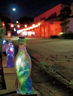 幻想的な明かりを灯すペットボトルのランタン