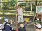 校庭で行われた森林教室
