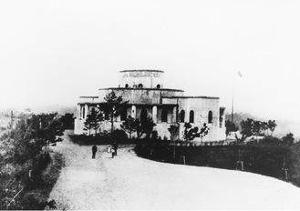 建設当初の記念館=市教委提供