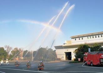 消防隊と自衛消防隊による一斉放水